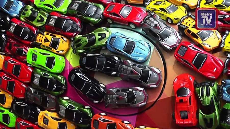 Причуда причуд: малаец инкрустировал Jaguar… игрушечными машинками— фото 743925