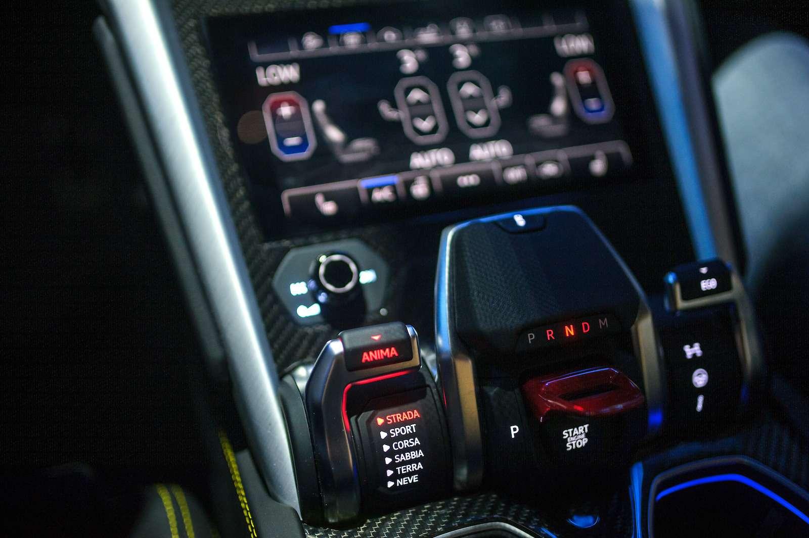 Lamborghini привезла вРоссию автомобиль, который небоится «лежачих полицейских»— фото 845788
