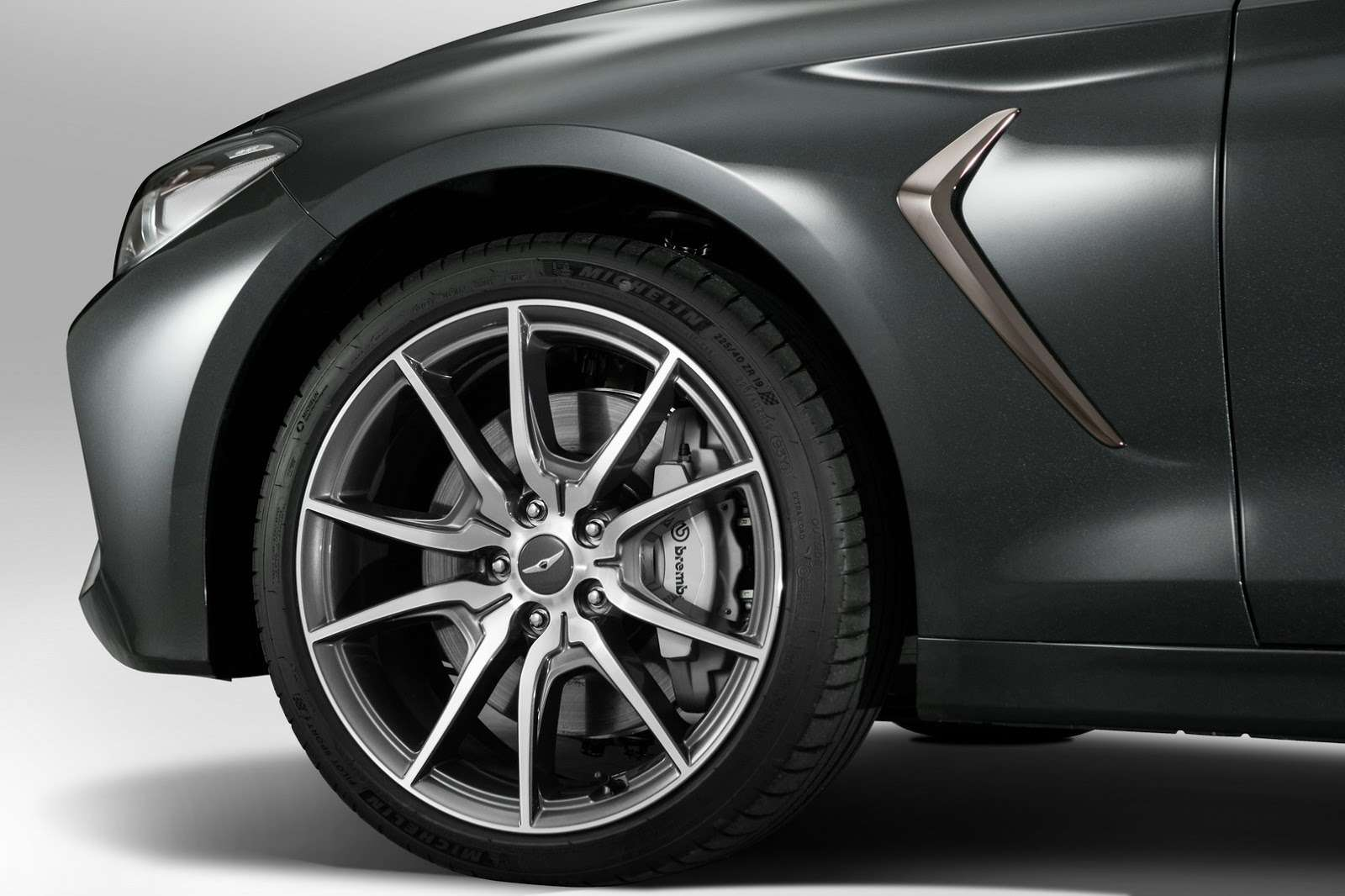 Корейский соперник «трешки» BMW вРоссии оказался дешевле конкурентов— фото 795130