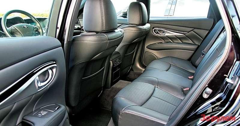 Стремительный, спортивный силуэт седана не убавил простора сзади. По этому параметру «Инфинити-М» – один из лучших в классе.