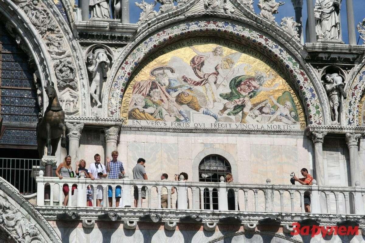 Фото длявнуков: привет сбалкона собора св. Марка (Венеция)