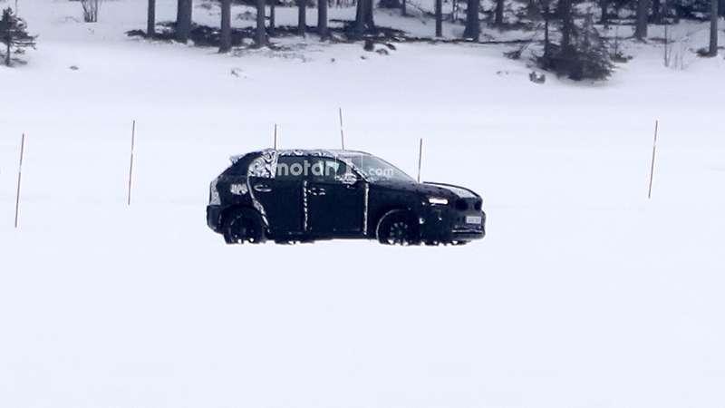 Кроссовер Volvo XC40 срывает покров тайны