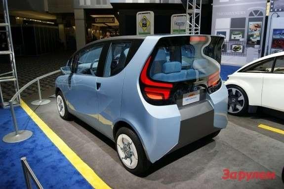 Tata eMO EVconcept side-rear view