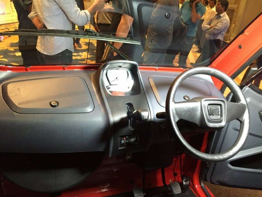 Bajaj-Qute-dashboard-steering-during-unveil-in-India-900x675