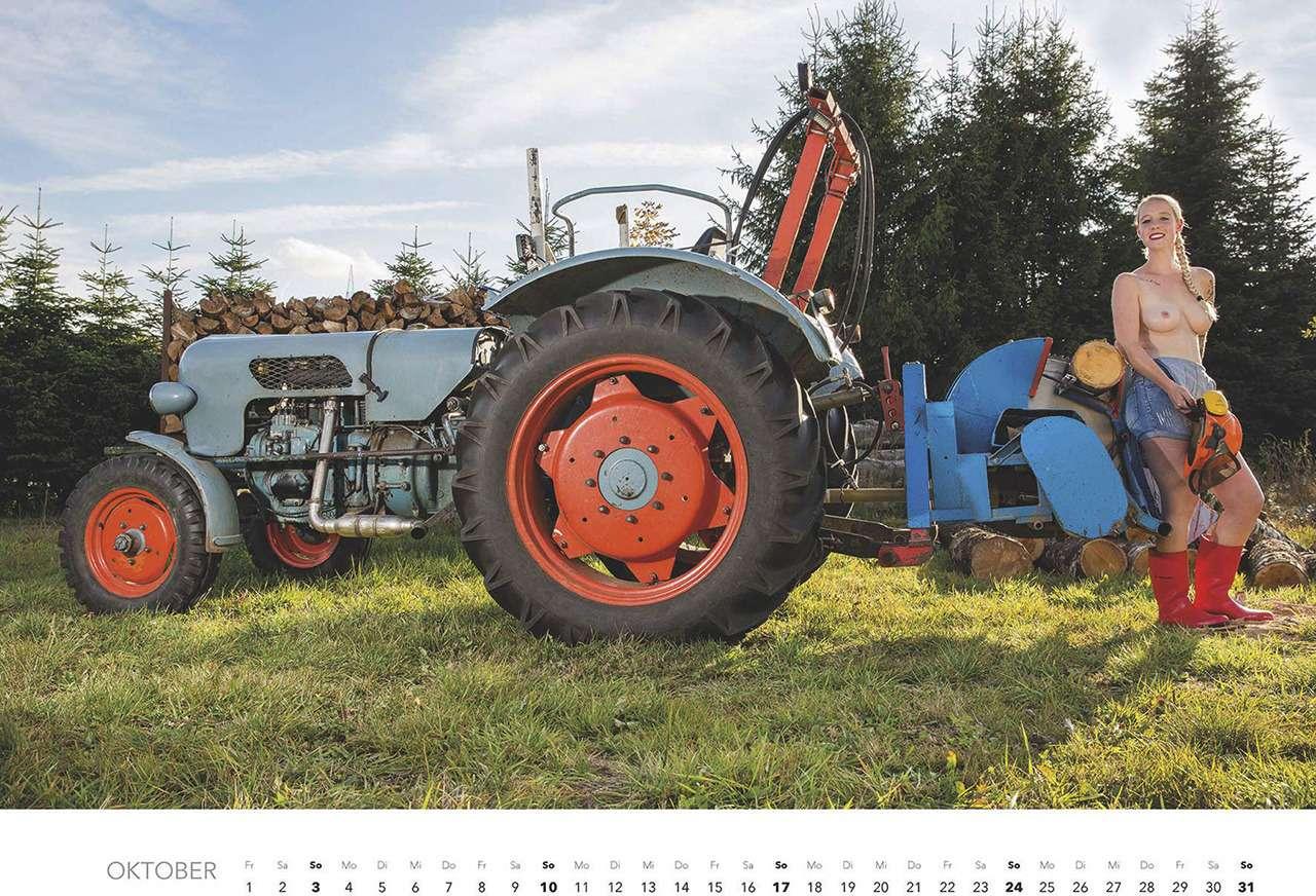 Первый календарь на2021год: не очень одетые трактористки (18+)— фото 1196281