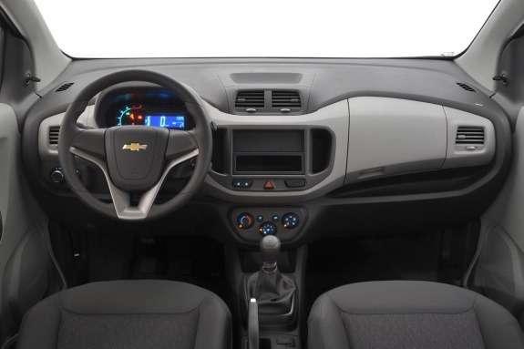 Chevrolet Spin inside
