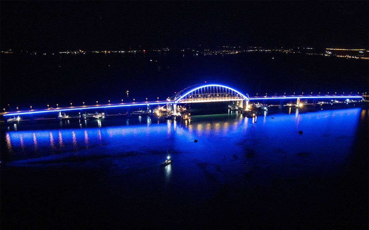 Полная иллюминация! НаКрымском мосту протестировали ночную подсветку— фото 866646