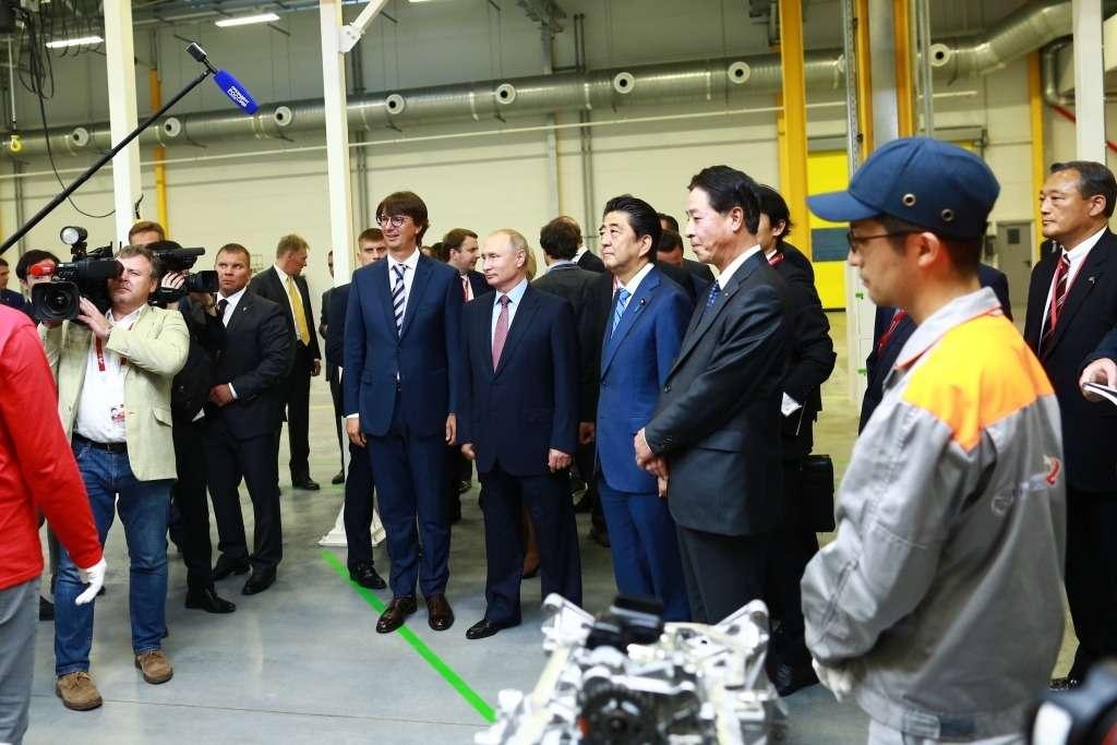 ВоВладивостоке запустили завод попроизводству двигателей Mazda. Были Путин иСиндзо Абэ— фото 903737