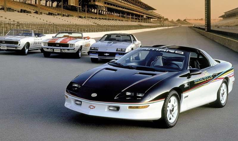 Chevrolet Camaro часто использовались вкачестве разгонных машин сопровождения (pace-car) нагонках Инди-500в Индианаполисе. Наснимке: образцы 1993, 1982, 1969и 1967 годов. Раскручивая Camaro пятого поколения, корпорация General Motors проплатила участие этого автомобиля вкачестве пейс-кара в2009, 2010и 2011 годах