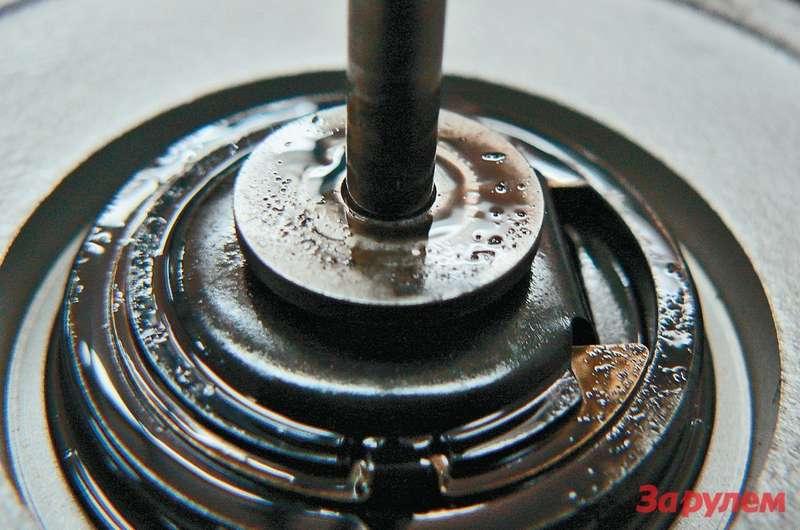 Из-за работы мотора на«коктейле» измасел разных поклассу качества иоснове может отлагаться нагар