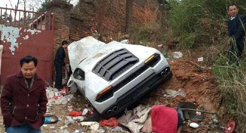 Китаец «припарковал» Lamborghini Huracan напомойке— фото 725560