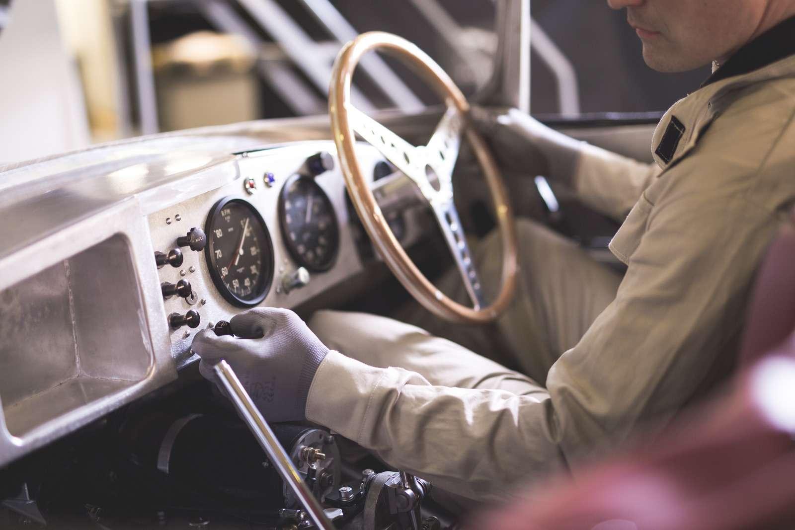 Jaguar вернулся квыпуску карбюраторных автомобилей— фото 665302