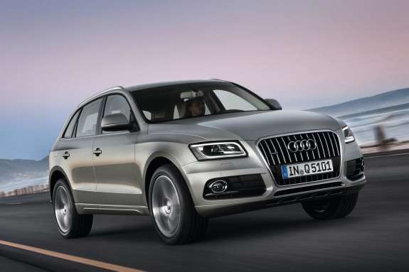 Audi Q5 side-front view