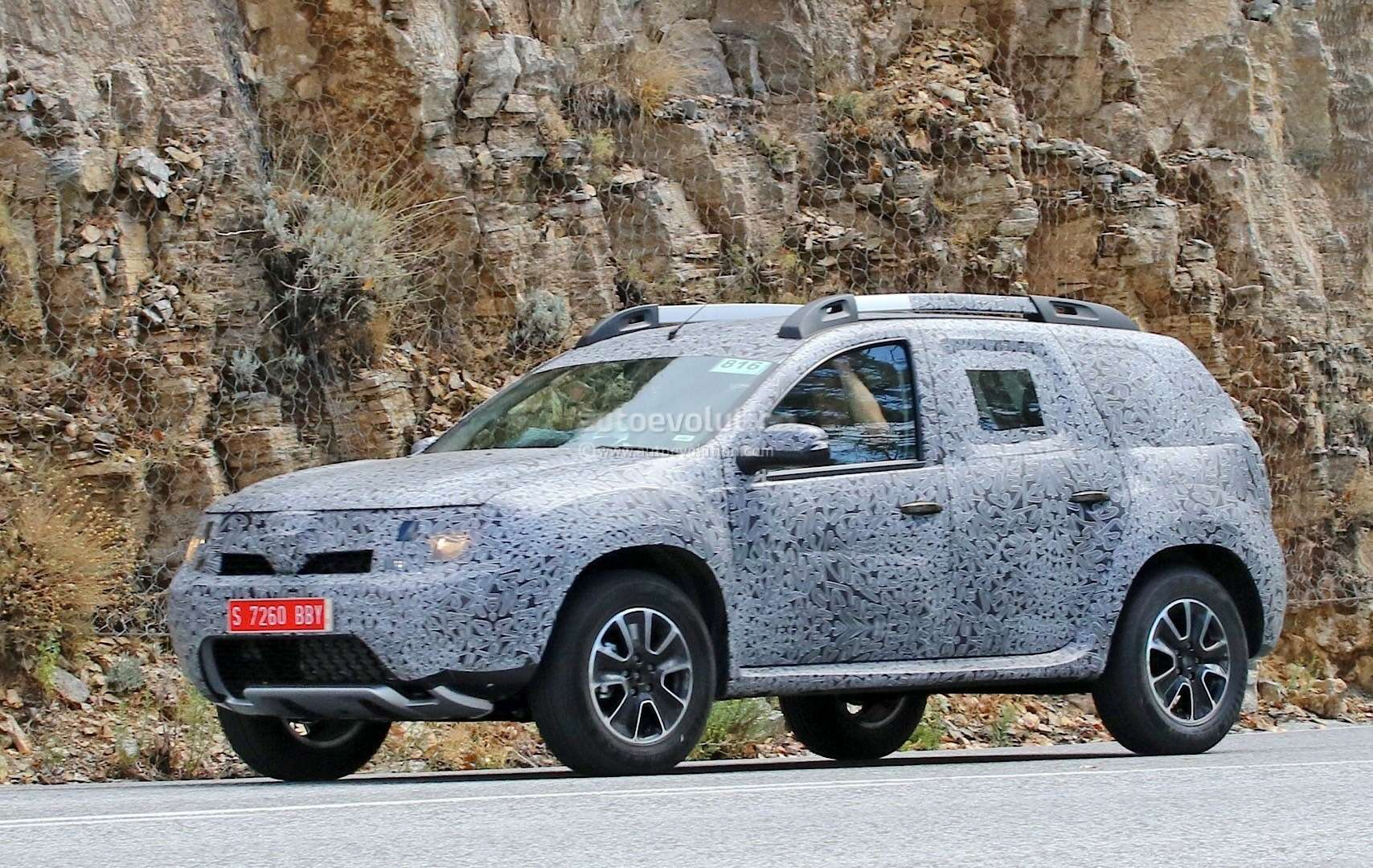 all-new-dacia-duster-caught-in-first-spyshots-plus-dacia-novelties-for-frankfurt-photo-gallery_5
