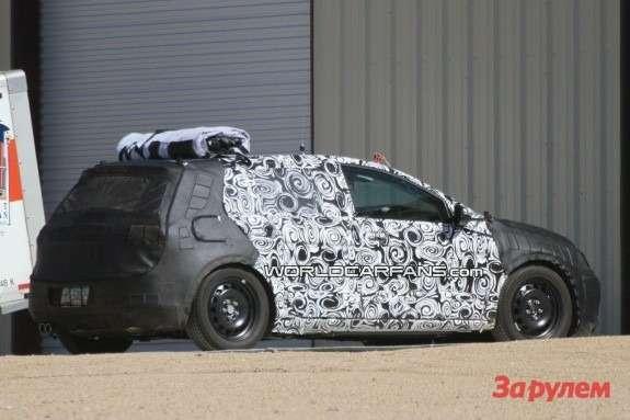 Volkswagen Golf Mk7 side-rear view