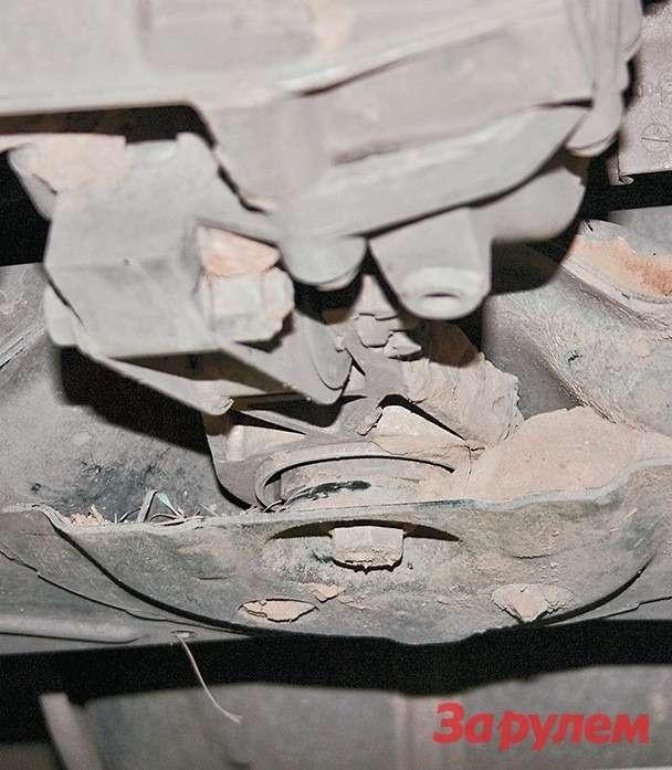 Задняя опора силового агрегата расположена набалке передней подвески