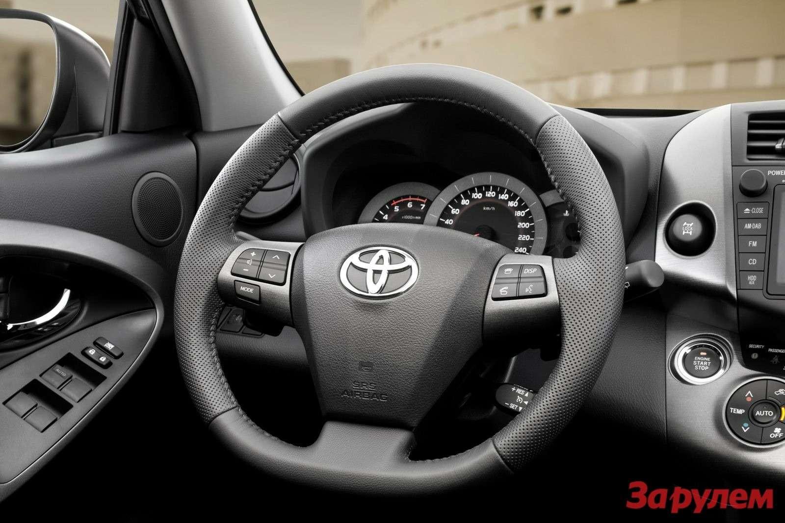 2010-Toyota-RAV-49