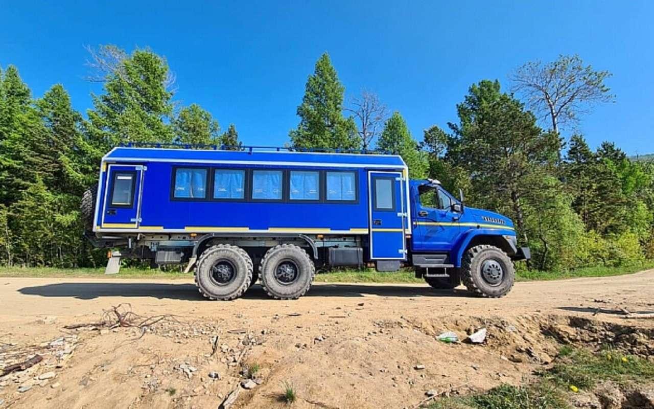 «Урал» показал автобус-внедорожник (скараоке)— фото 1263806