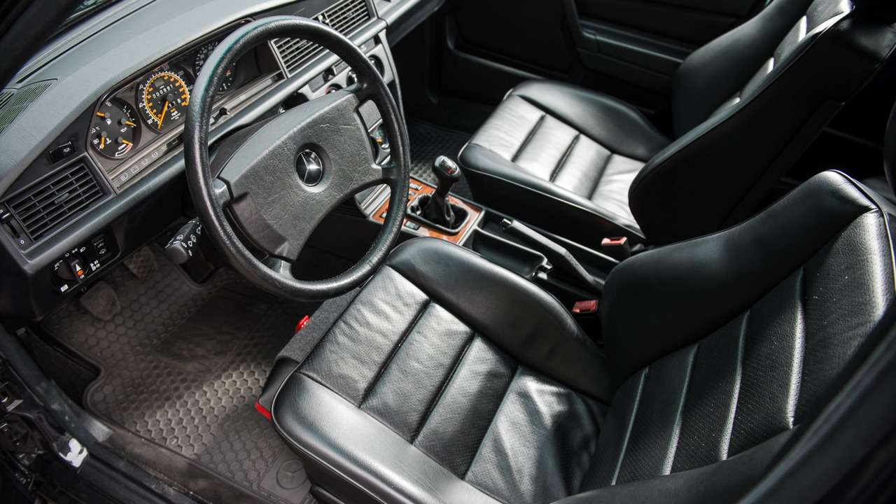 Дорогущий старикашка: фантастический Mercedes-Benz 190E запросит кругленькую сумму— фото 617304