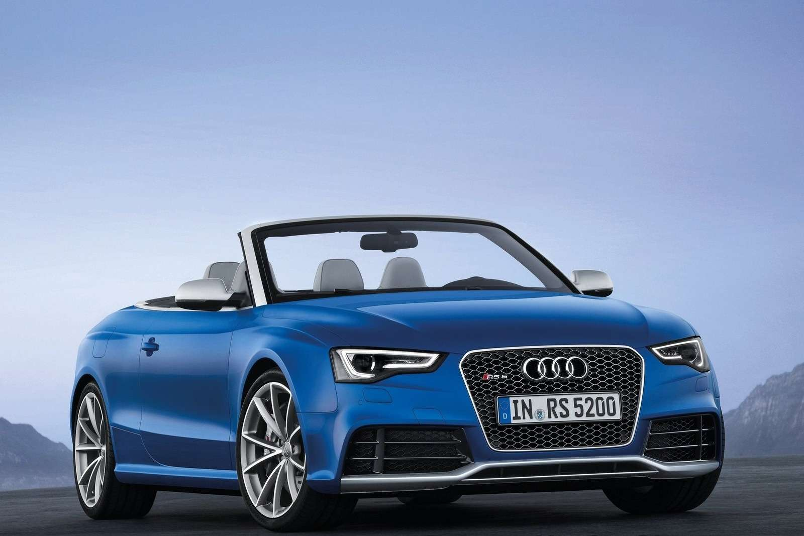 Audi RS5 Cabriolet side-front view_no_copyright