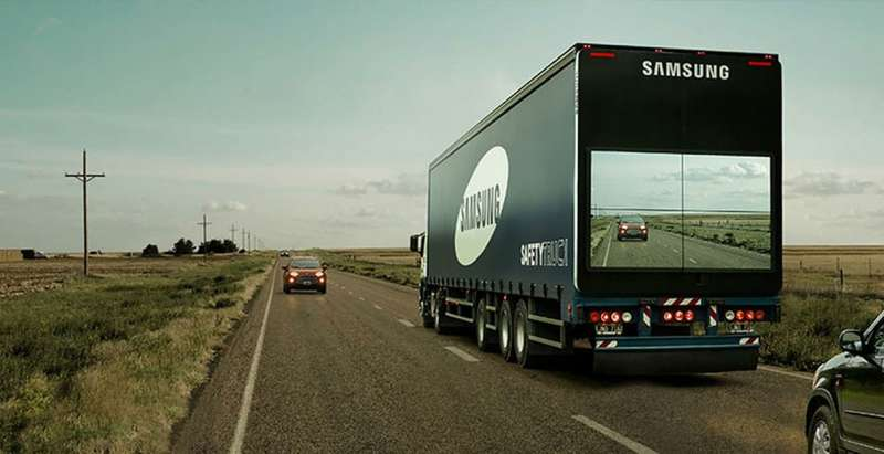 semi-trailer-display-video-screen-live-feed-safety-truck-samsung-1_0