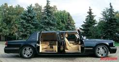 Гордость создателей— распашные задние двери схитрыми замками, обеспечивающими надлежащую жесткость огромного лимузина.