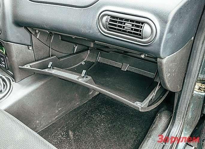 Chevrolet Niva Бардачок большой иудобный. Здорово!