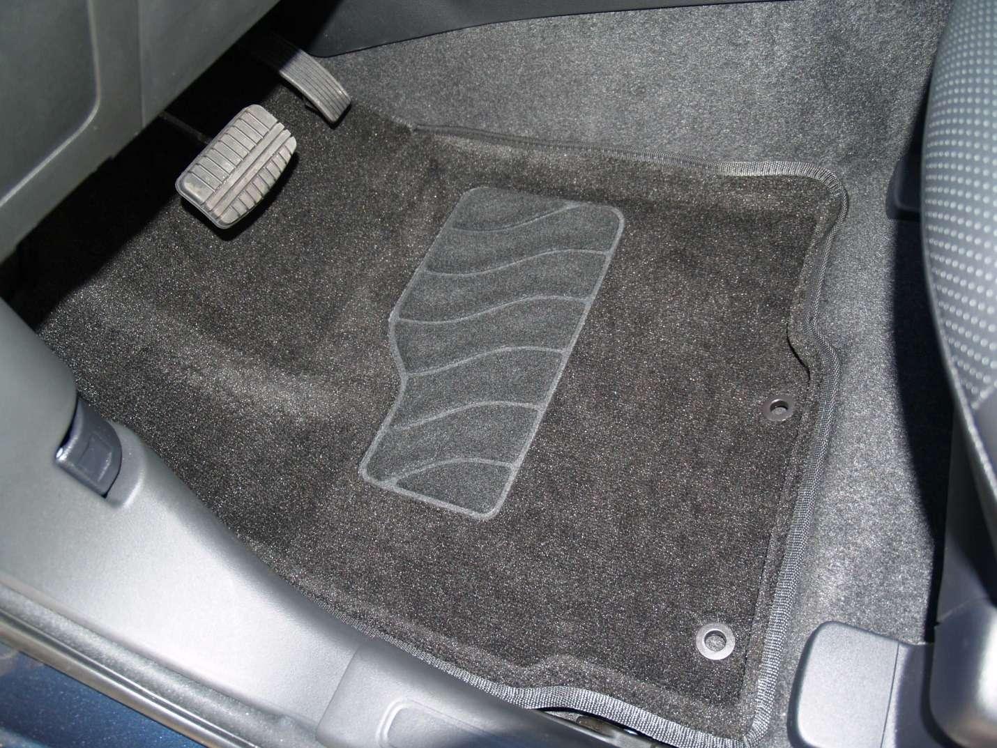 Автомобильные 3D-коврики: чем они лучше обычных?— фото 855623