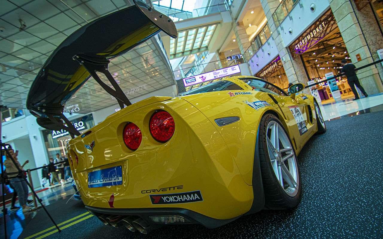 Бэтмобиль и другие прикольные машины (17 фото с выставки) - фото 1168686