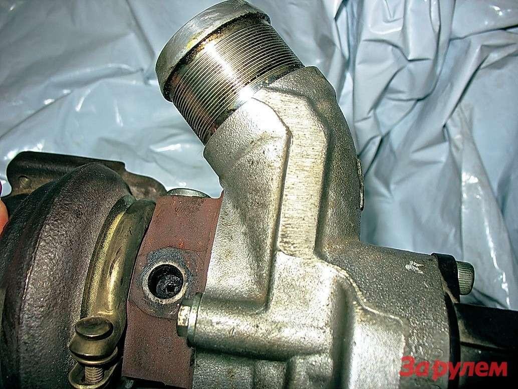 Из-за неудачной конструкции трубки подвода масла турбокомпрессор отказал при пробеге 34тыс. км. После доработки трубки проблем сагрегатом пока незамечено.