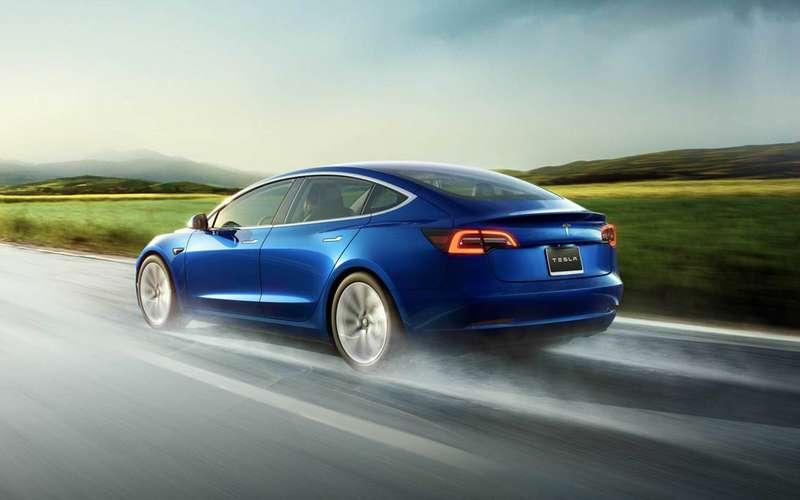 Ктожетак перестраивается?!— Tesla обновила автопилот