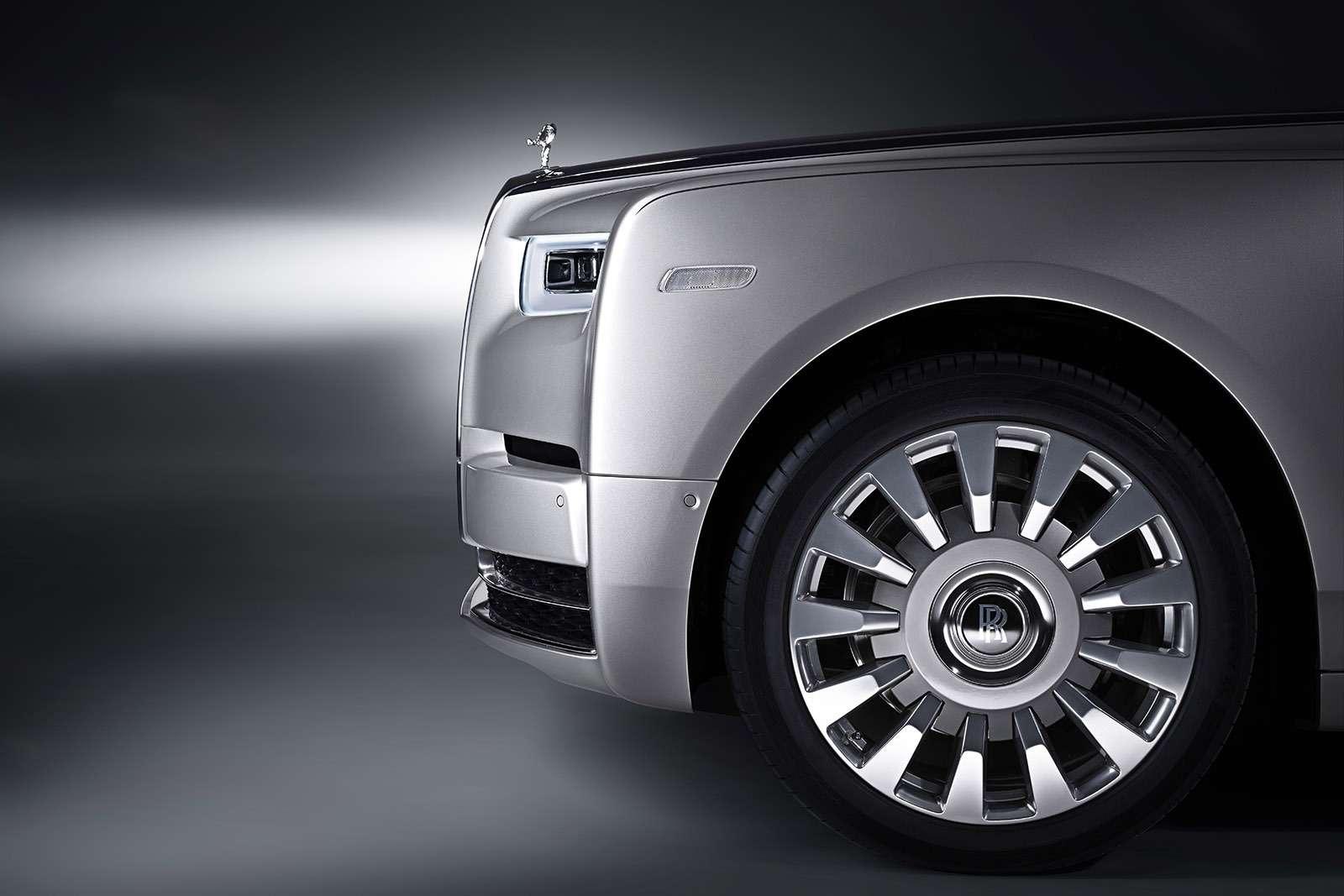 Rolls-Royce Phantom VIII: консервативен снаружи, технологичен внутри— фото 778873