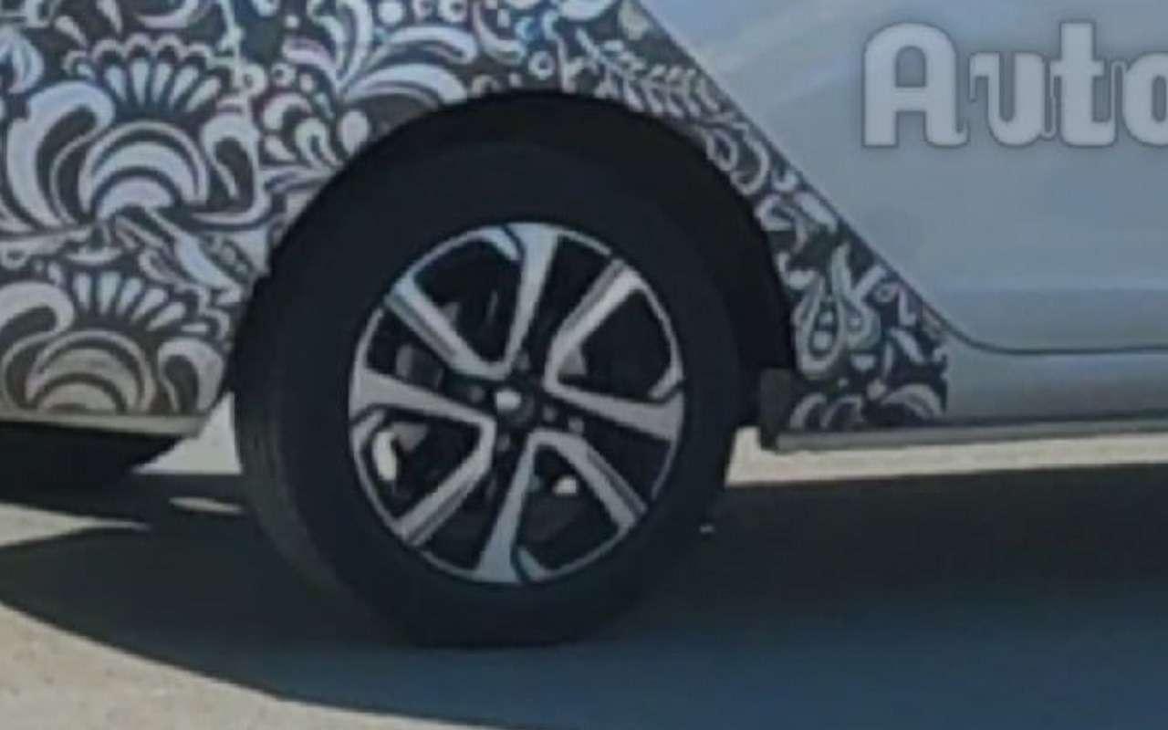 Обновленная Lada Vesta: новые диски ибольшой экран— фото 1237021
