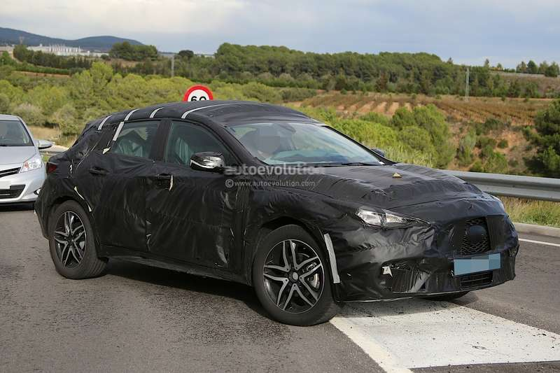 infiniti-qx30-spied-for-the-first-time-will-enter-production-in-2015-photo-gallery_3