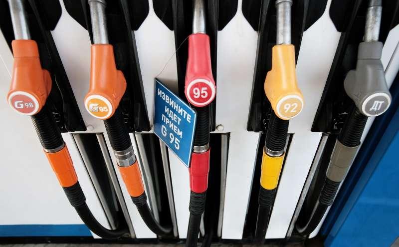 Правительство обещает, что бензин в2015 году подорожает не более чем на10%