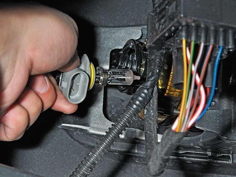 замена лампочек противотуманок на фольксваген поло