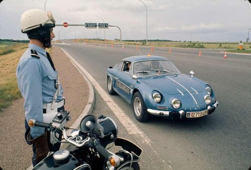 Renault Alpine A110— сенсационное заднемоторное купе 1961 года.
