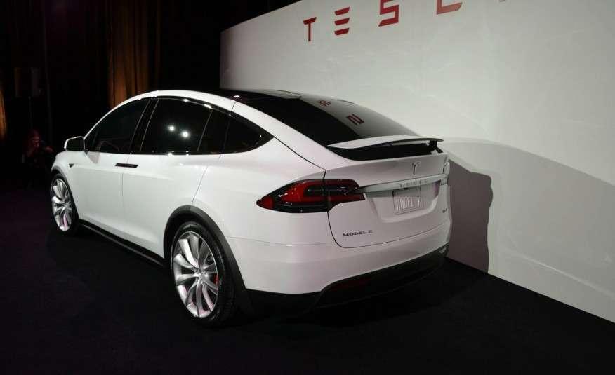 2016-Tesla-Model-X-113-876x535