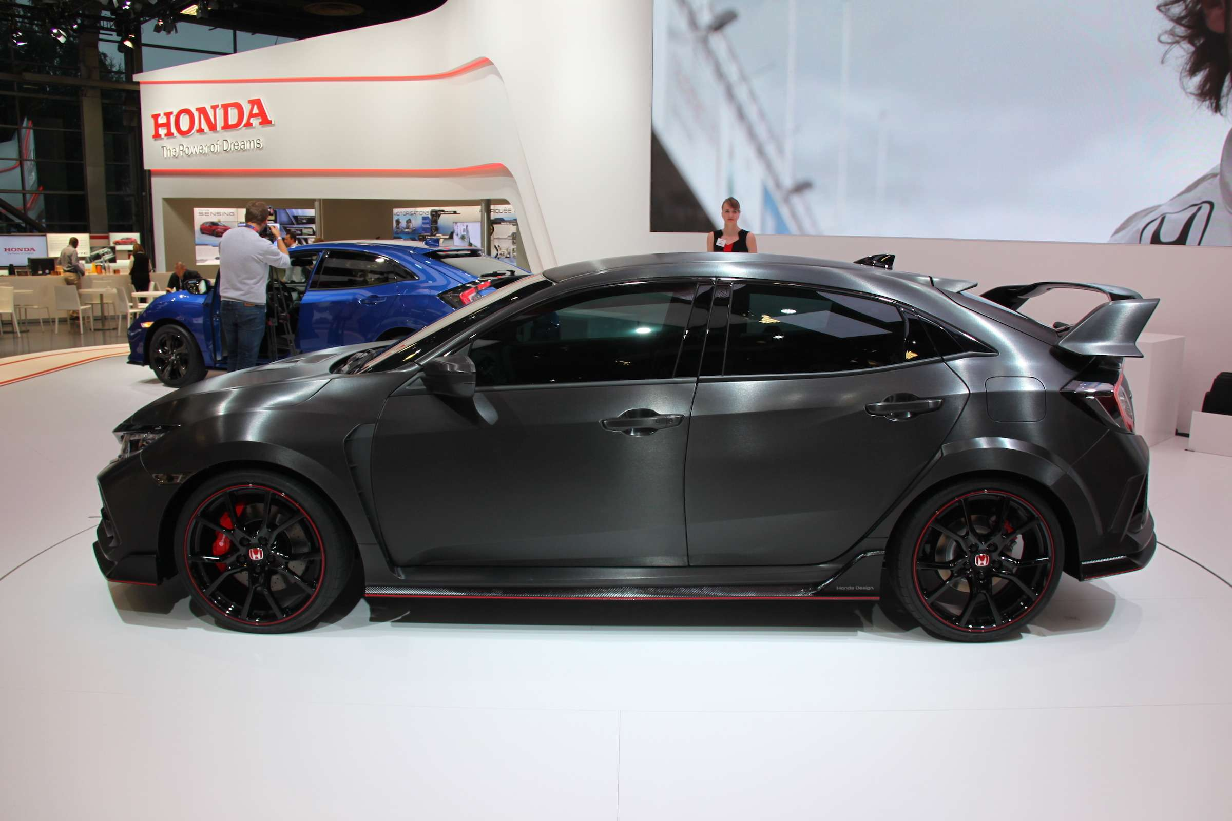Смотрите инеспрашивайте: Honda показала новый Civic Type R— фото 641955