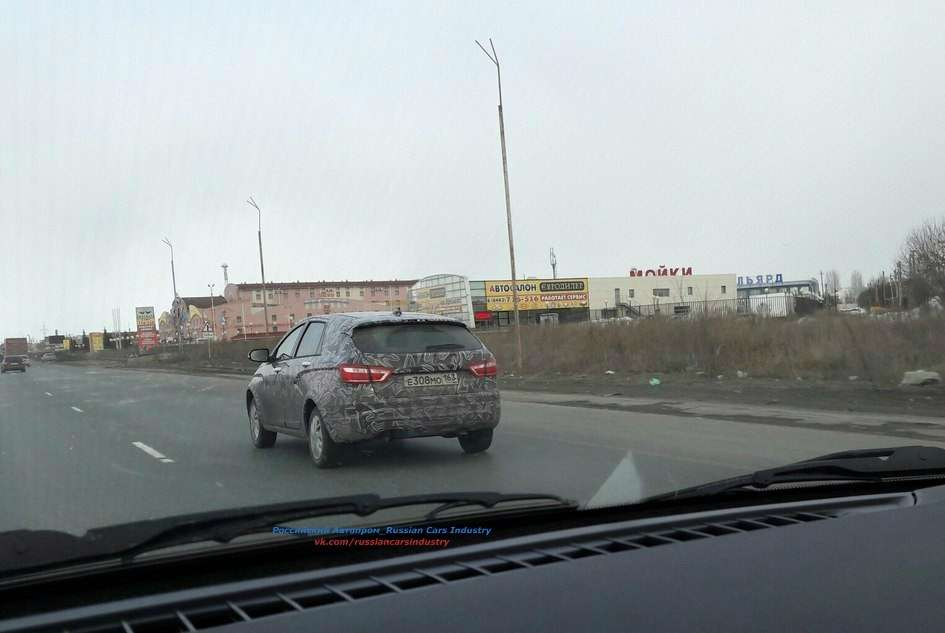 Кросс-версию универсала Lada Vesta засняли вкамуфляже— фото 731405