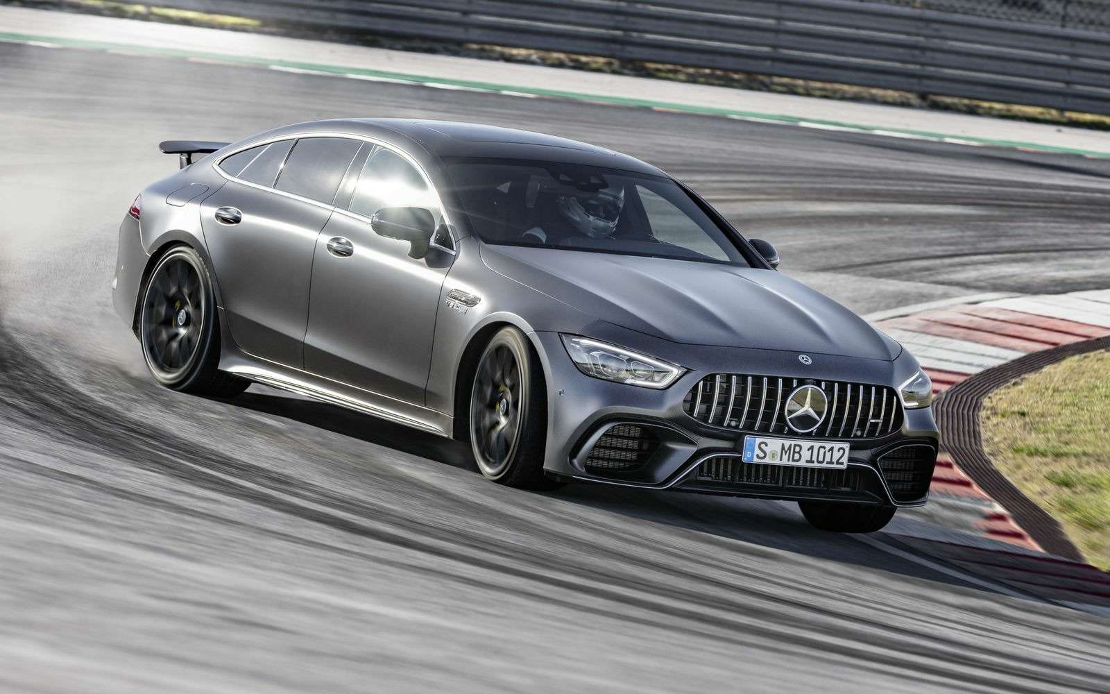 Подмена! Пятидверный Mercedes-AMG GTполучил «тележку» Е-класса— фото 851531
