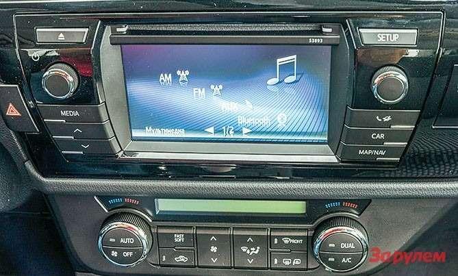 Toyota Corolla 6,1-дюймовый дисплей нацентральной консоли радует глаз, онприсутствует вкомплектациях нениже «Элеганс».