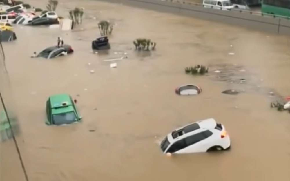 Сезон дождей: теперь подводой оказался Китай