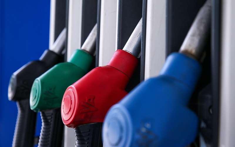 Названы регионы России ссамым дешевым бензином