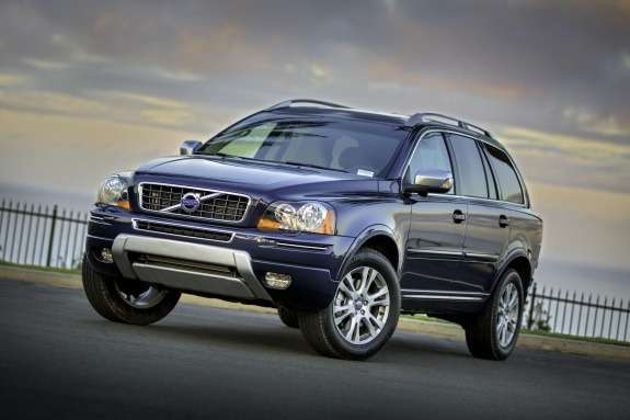 Facelifted Volvo XC90 side-front view 2