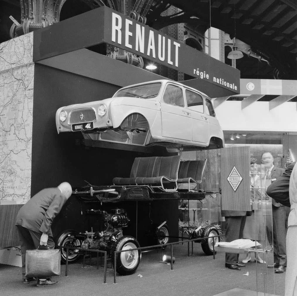 Официальная премьера автомобиля наПарижском автосалоне 5октября 1961 года