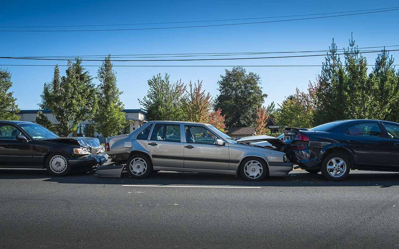 Кругом одни неадекваты: как непроморгать аварию— фото 849334