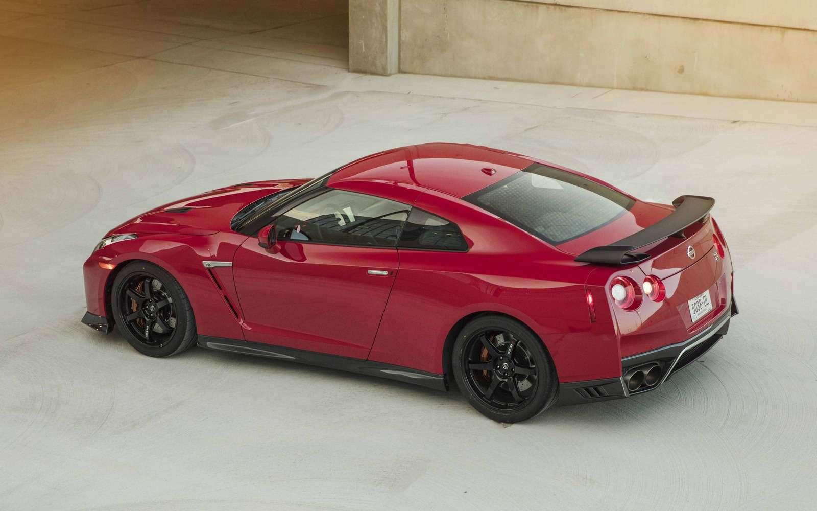 Нежалея клея: представлен Nissan GT-R Track Edition— фото 728623