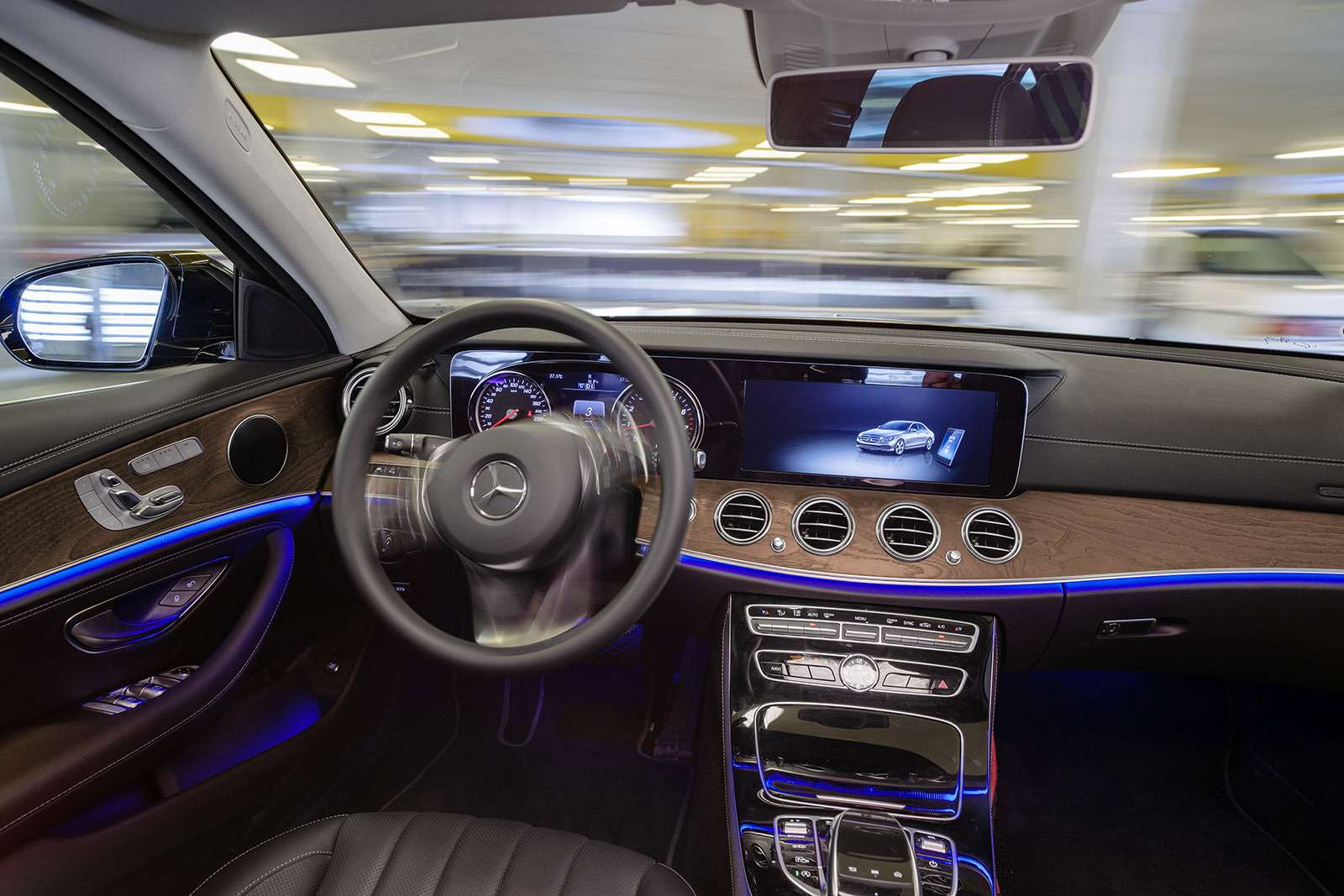 Водитель ненужен: Daimler сделал паркинг будущего— фото 778370