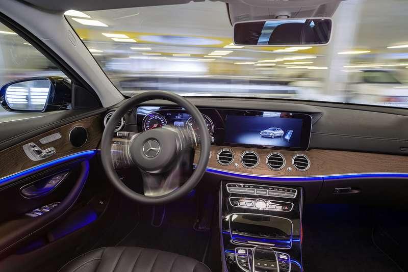 Водитель ненужен: Daimler сделал паркинг будущего